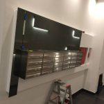 Briefkasten Verkleidung aus dunklem Spiegel