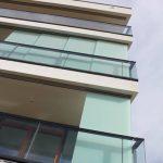 Balkon Sichtschutz aus Glas mit Folie
